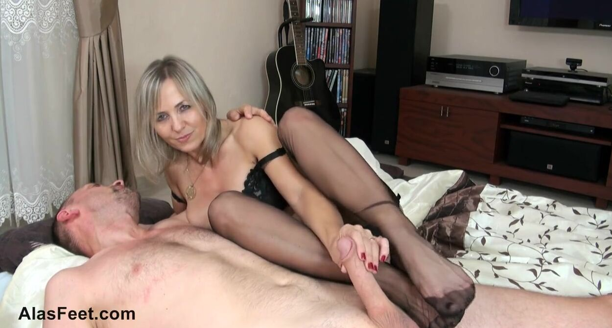 Hot Blonde Milf Masturbates