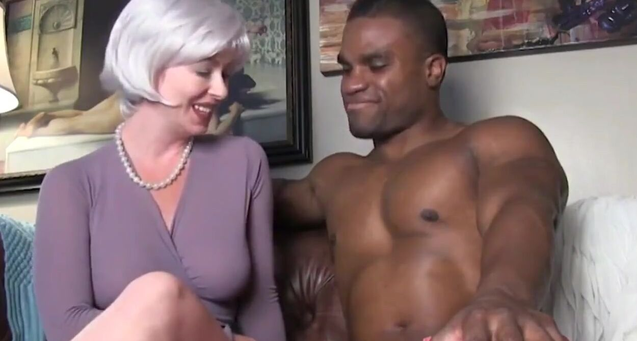 Mature Cougar Loves Bbc