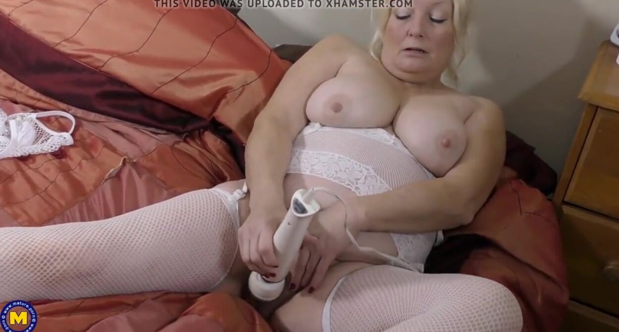Old Granny Fuck Tube busty granny feeding her old cunt - free porn sex videos xxx