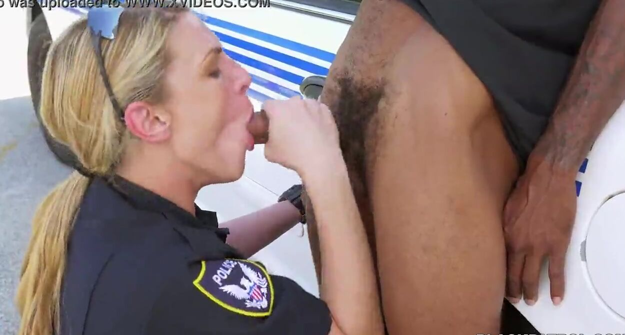 Guy Sucking Shemales Cock